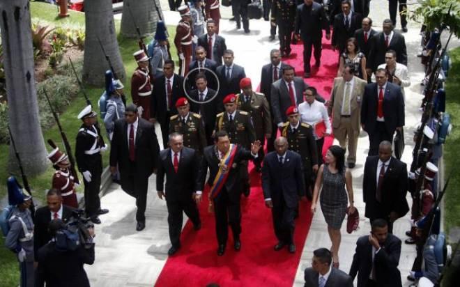 Leamsy Villafaña Salazar (círculo) es un agente el cual Chávez consideraba como confiable, incorruptible y un oficial bolivariano profesionalmente entrenado.